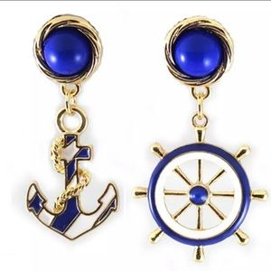 3️⃣@$30 Anchor Helm Stud Earrings